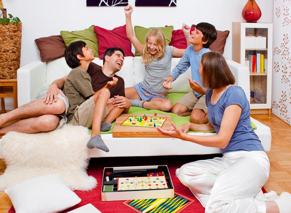 cum-poti-petrece-timp-calitativ-alaturi-de-cei-dragi-descopera-jocuri-de-societate-pentru-familie